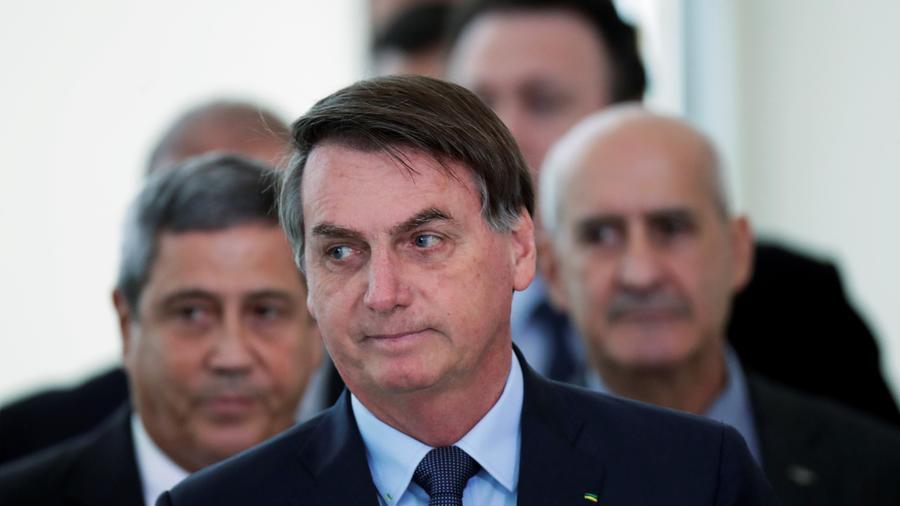 El presidente de Brasil, Jair Bolsonaro, llega a un comunicado de prensa que anuncia medidas económicas, en medio del brote de la enfermedad por coronavirus (COVID-19), en Brasilia