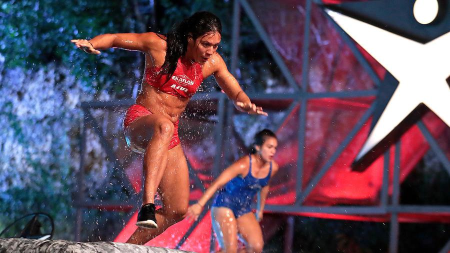 Alejandra compite contra Dennhi en la Mina