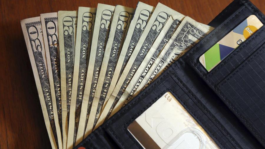 Desinfectar billetes, monedas y tarjetas en medio de la pandemia