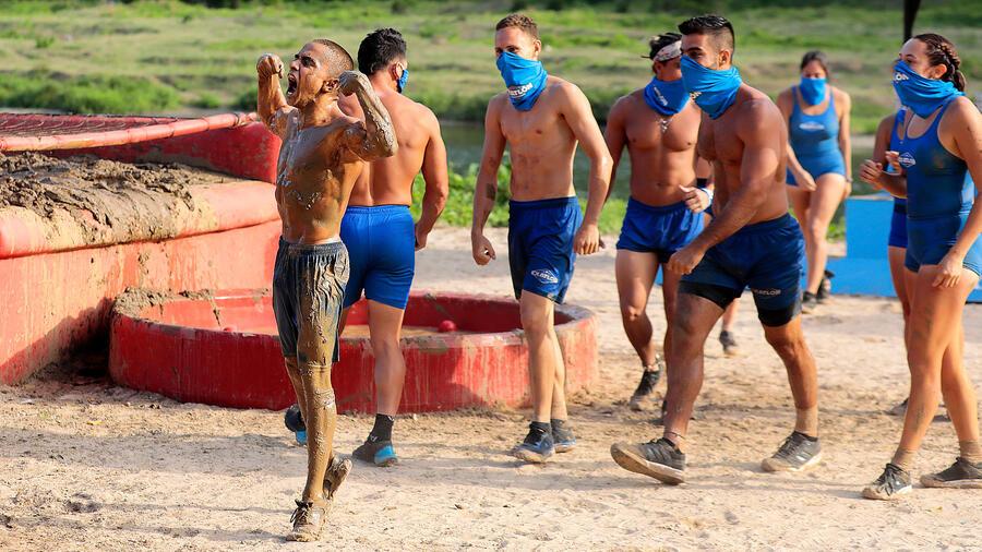 Antonio Gastelum muestra músculos