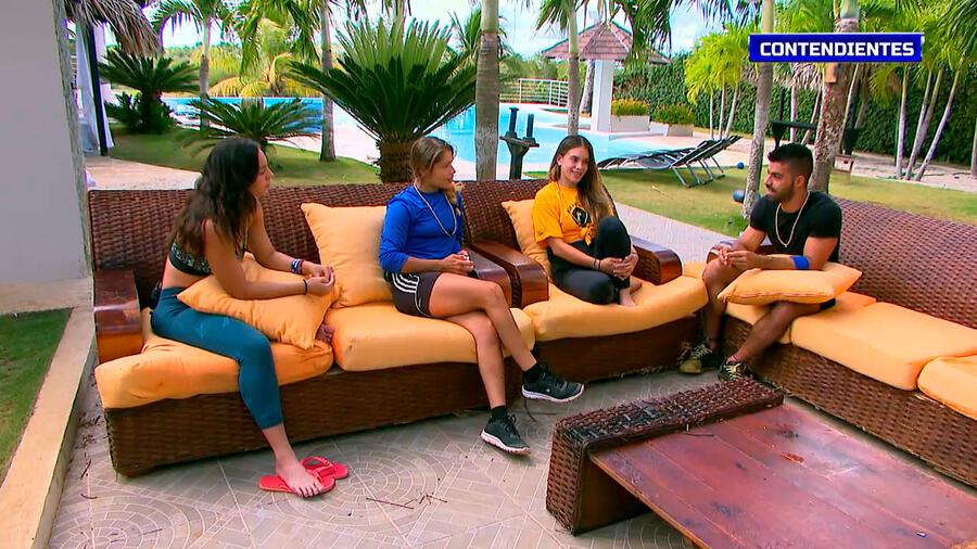 Queta, Verónica, Dennhi y Chuy en la sala de la Fortaleza