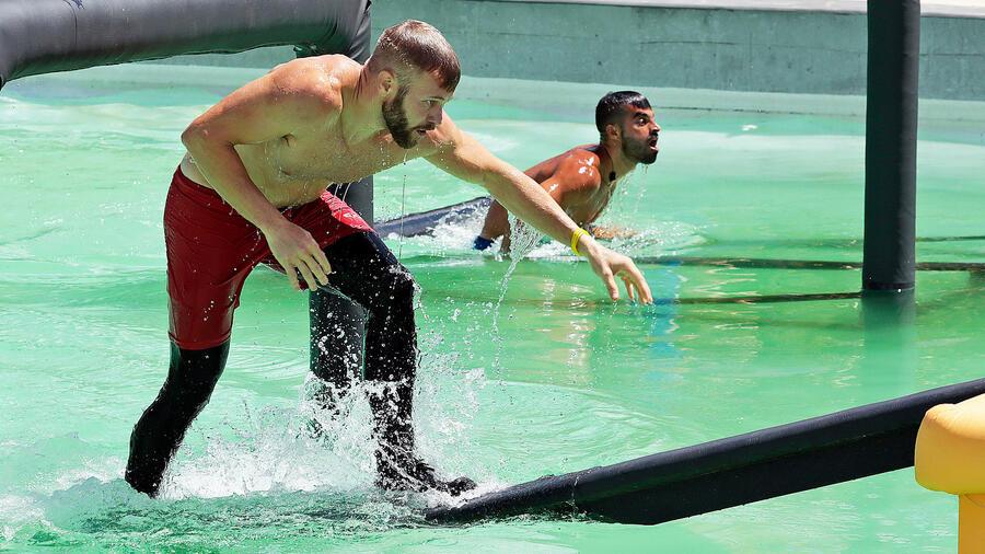 Nate y Chuy en la piscina olímpica