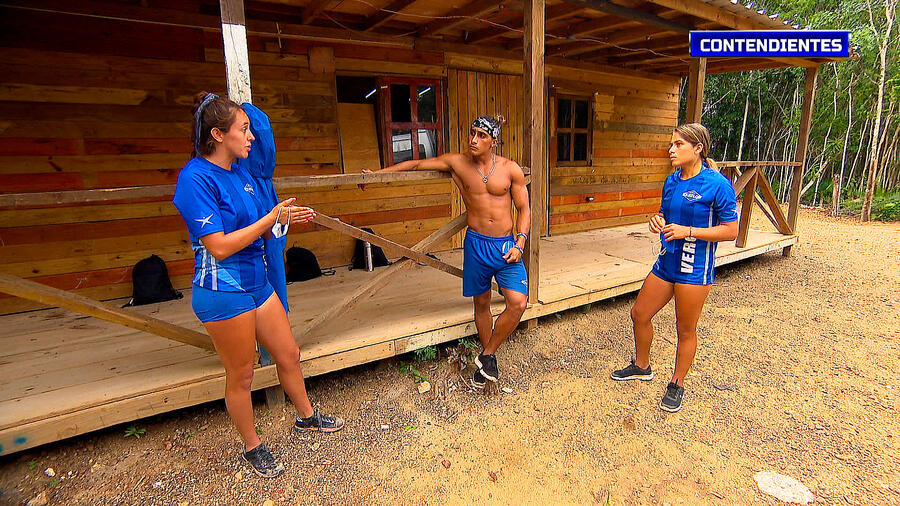 Naomi, Elías y Verónica en la Cabaña