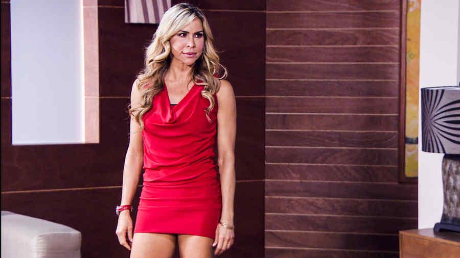 Liliana vestida de rojo pasión
