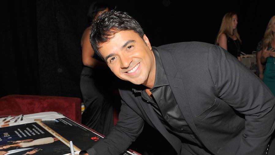 Luis Fonsi en los Alma Awards