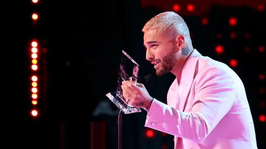 Maluma recibe Premio Billboard Espíritu de la Esperanza en Premios Billboard 2020