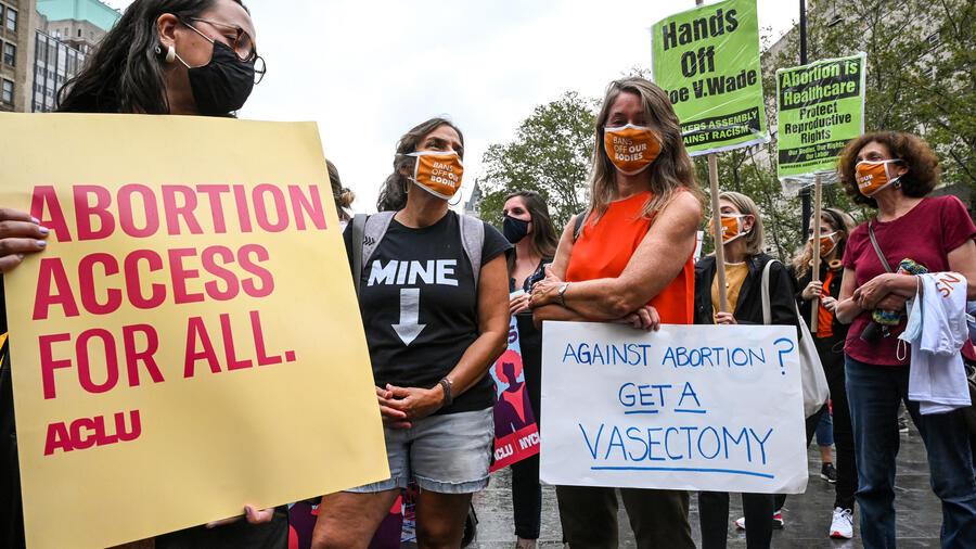 Manifestantes por el derecho al aborto en Nueva York