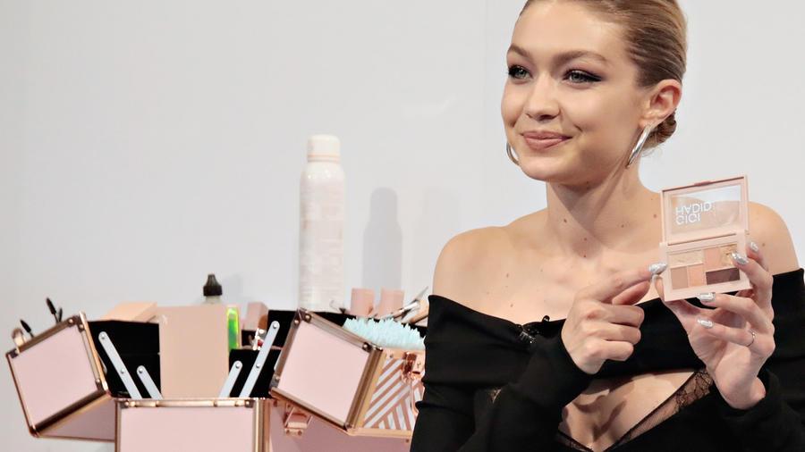 Cosméticos de la línea de Gigi Hadid para lucir bella
