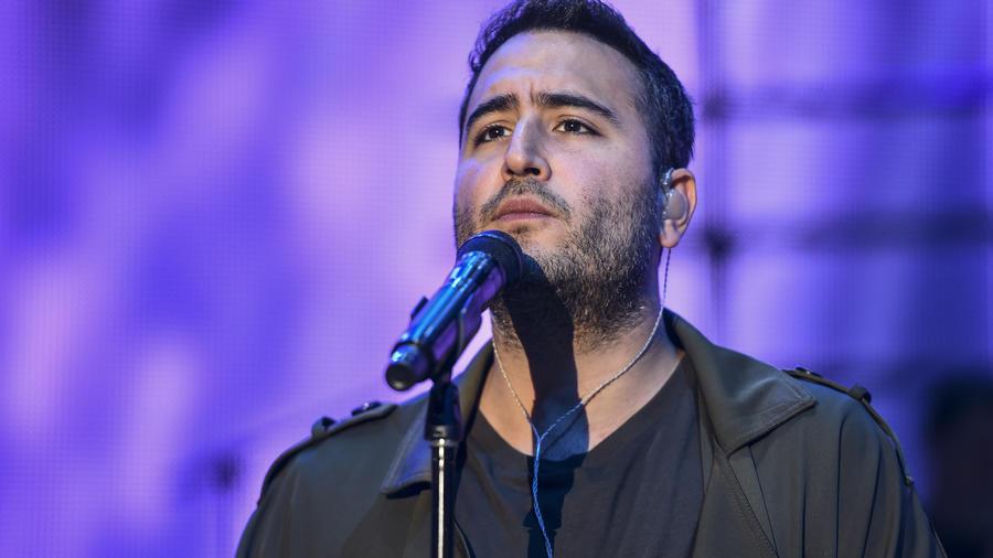 Jesus, vocalista del grupo Reik, en los ensayos de Premios Billboard 2017