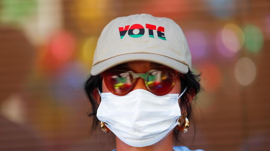 Un evento del grupo Mi Familia Vota, que busca incentivar a personas latinas a ir a las urnas, en Phoenix, Arizona, el 1 de noviembre de 2020.