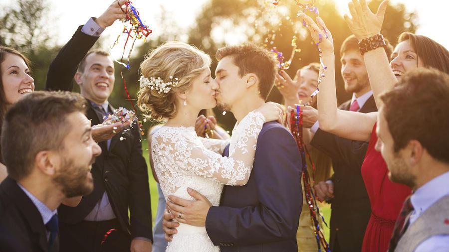 novios boda invitados