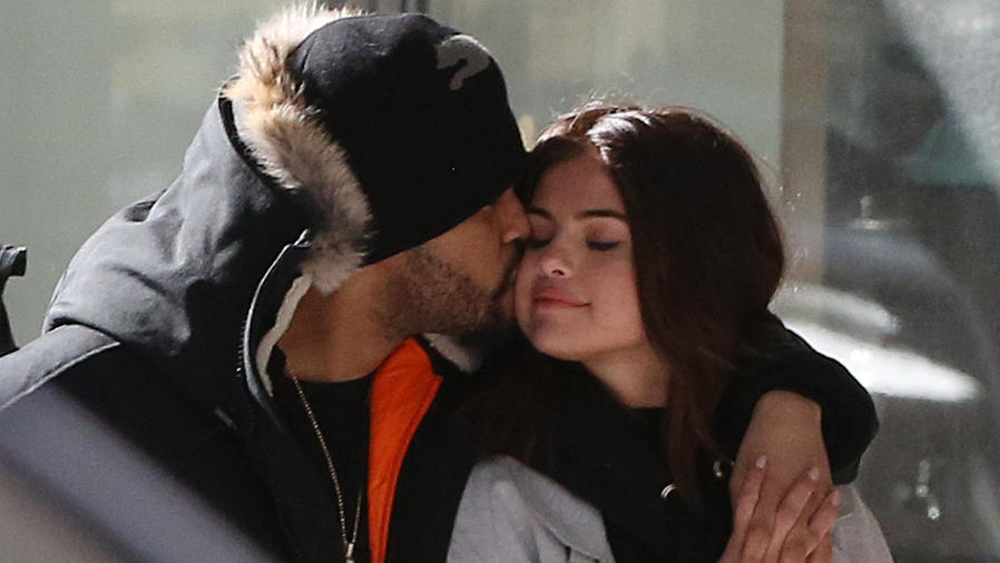PREMIUM EXCLUSIVE Selena Gomez And The Weeknd Go On A Romantic Shopping Trip In Toronto