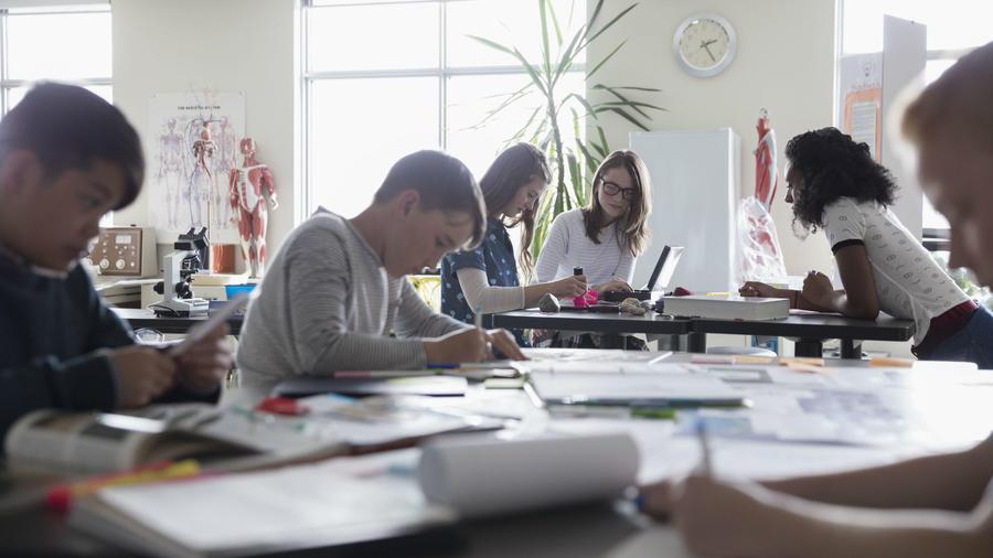 Adolescentes en escuela