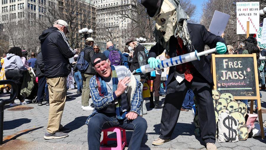 Protesta contra las vacunas y las mascarillas en la ciudad de Nueva York