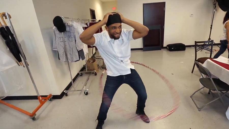Henry Santos bailando en Top Chef Estrellas