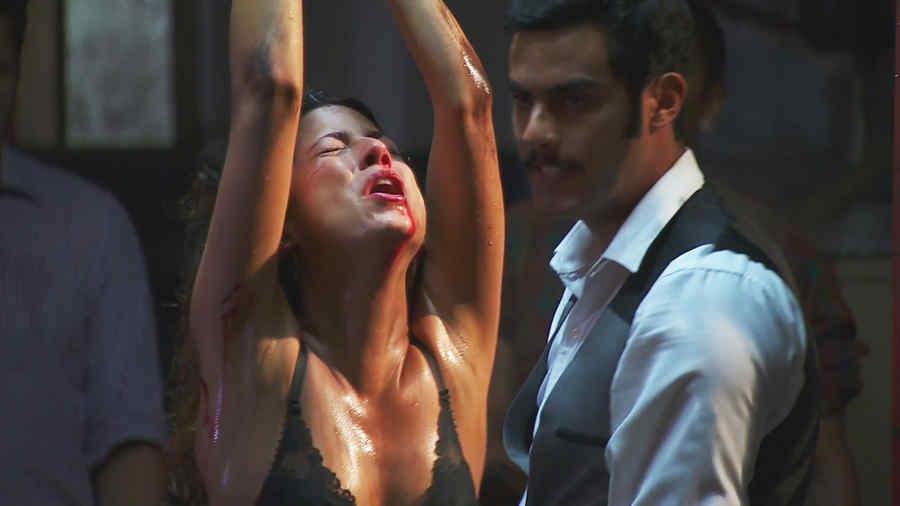 Actress neelesha scene from movie samsara 3