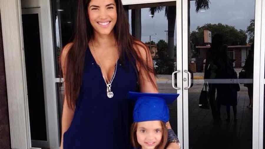 Gaby Espino con su hija en foto de Facebook