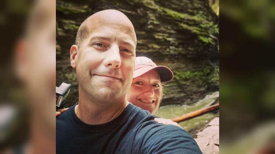 Steve Adcock y su esposa, Courtney