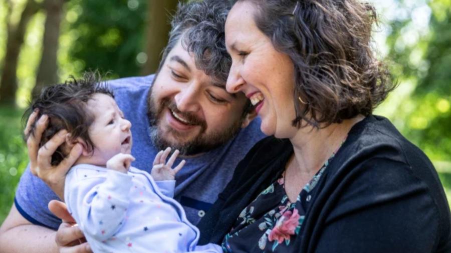 Sadie y Steven Lovell con su hijo, Thomas