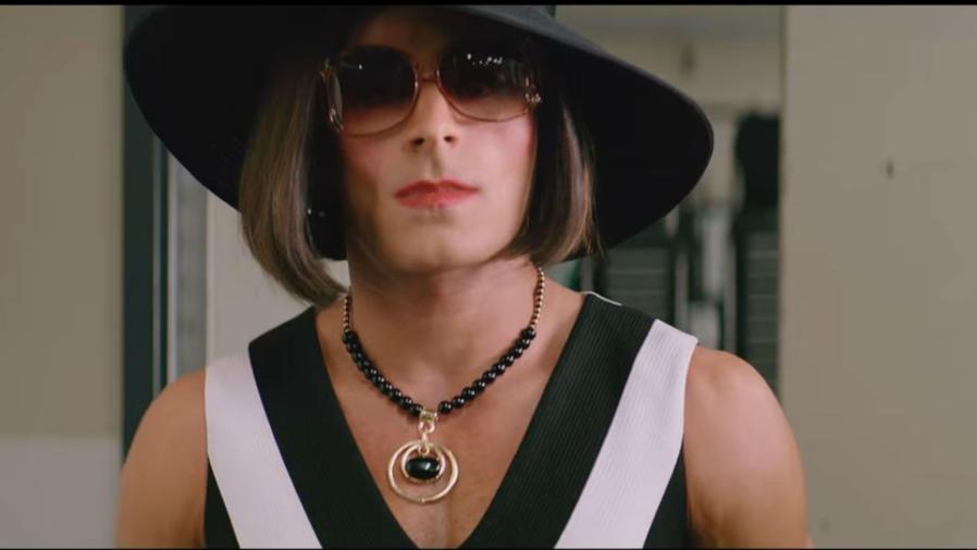 Zac Efron usando sombrero
