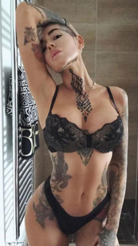 Chicas Sexis Con Tatuajes Que Hacen Arder Instagram Fotos