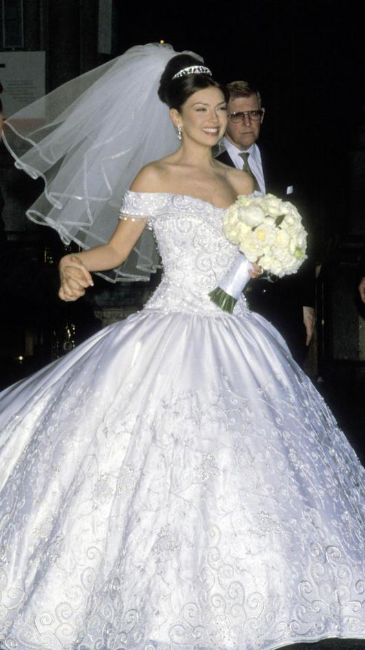 La Esposa De Edwin Luna Intentó Copiar El Vestido De Novia