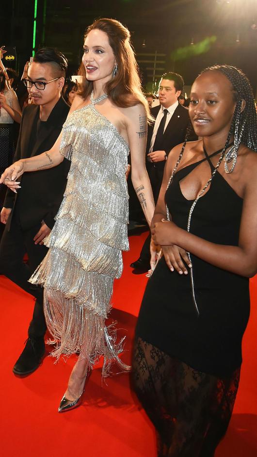 Angelina Jolie Se Reune Con Maddox Dos Meses Despues De