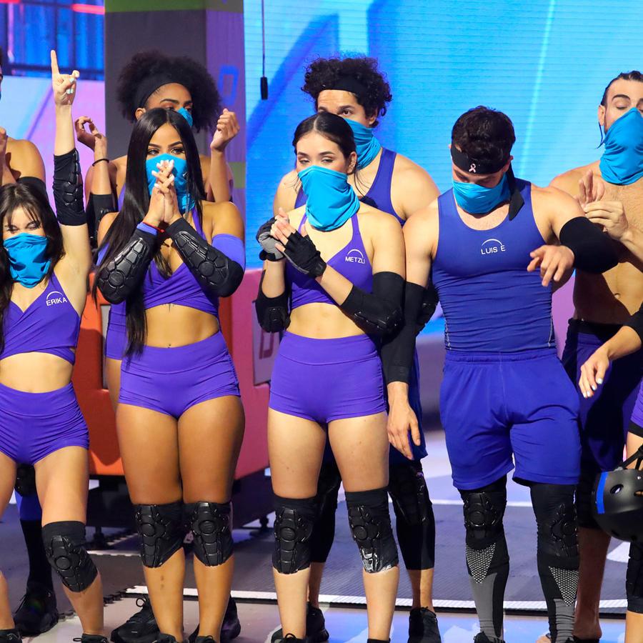 Equipo azul festejando