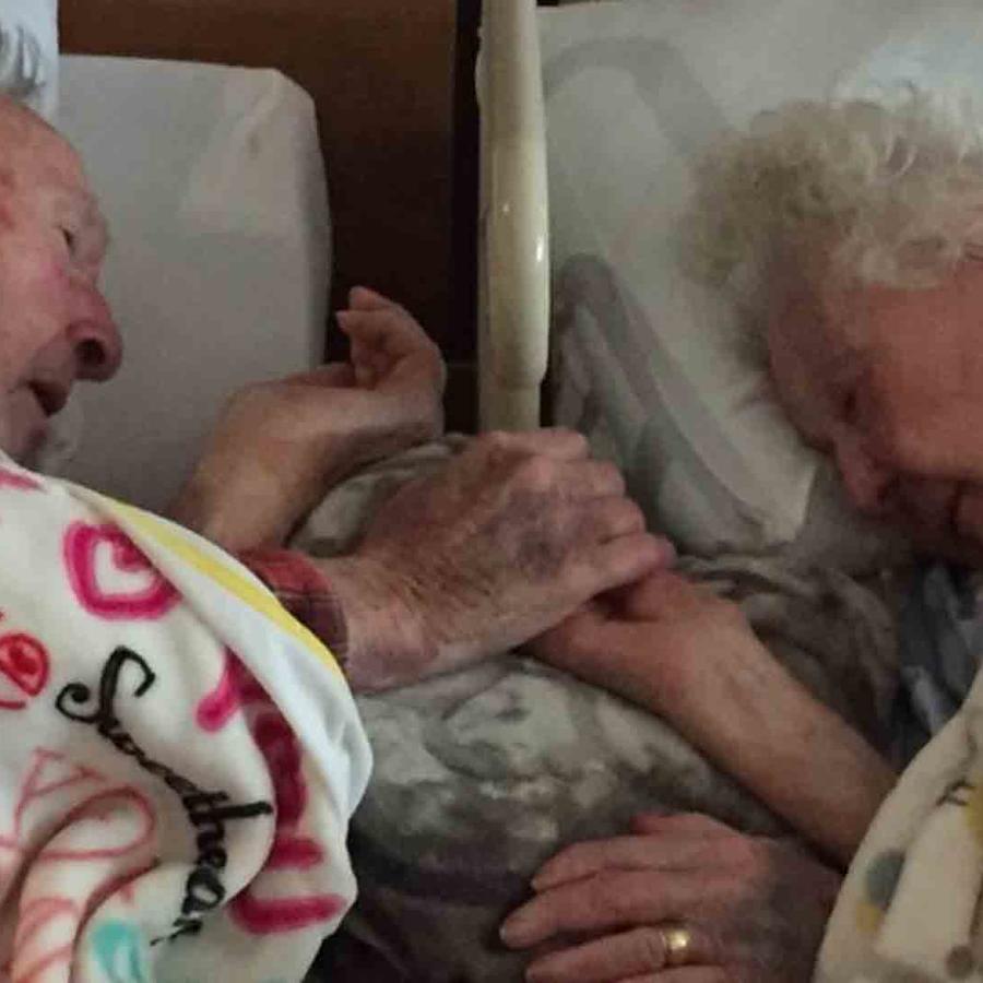 ancianos de la mano