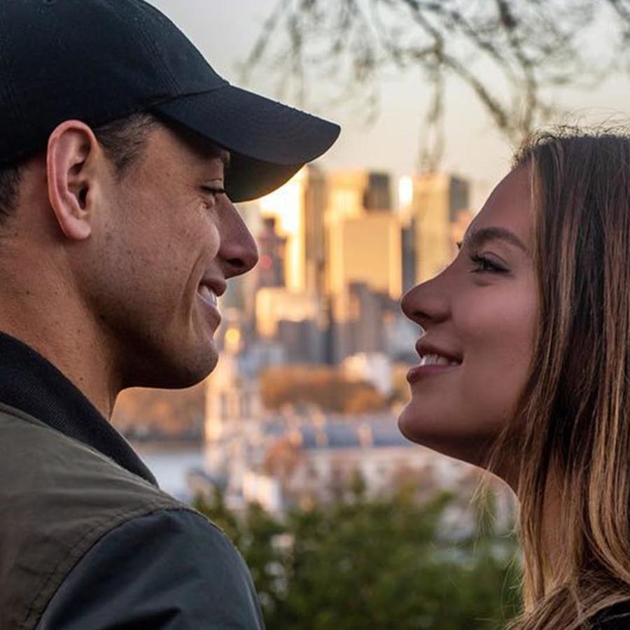 "Sarah Konan y Javier ""Chicharito"" Hernández"