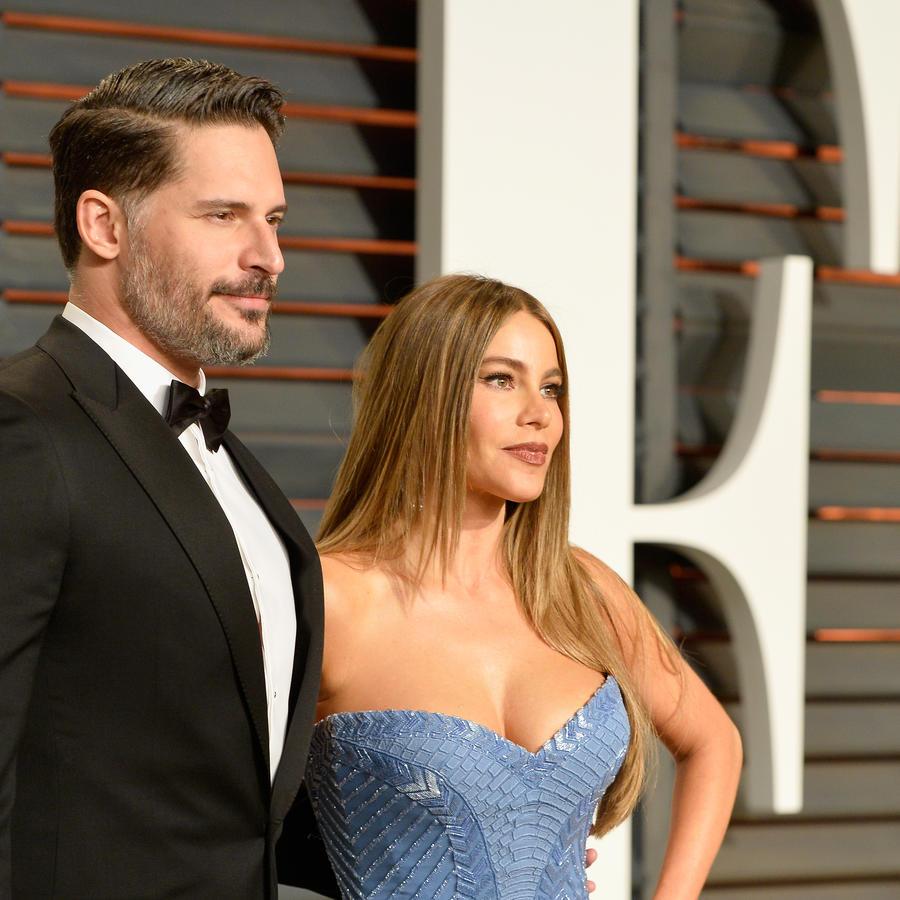 Sofía Vergara y Joe Manganiello en la fiesta de Vanity Fair para los premios Oscar 2015.