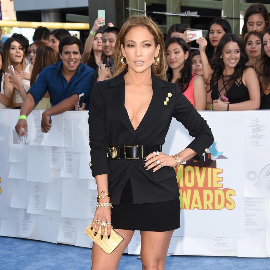 Jennifer Lopez on the blue carpet of the 2015 MTV movie awards