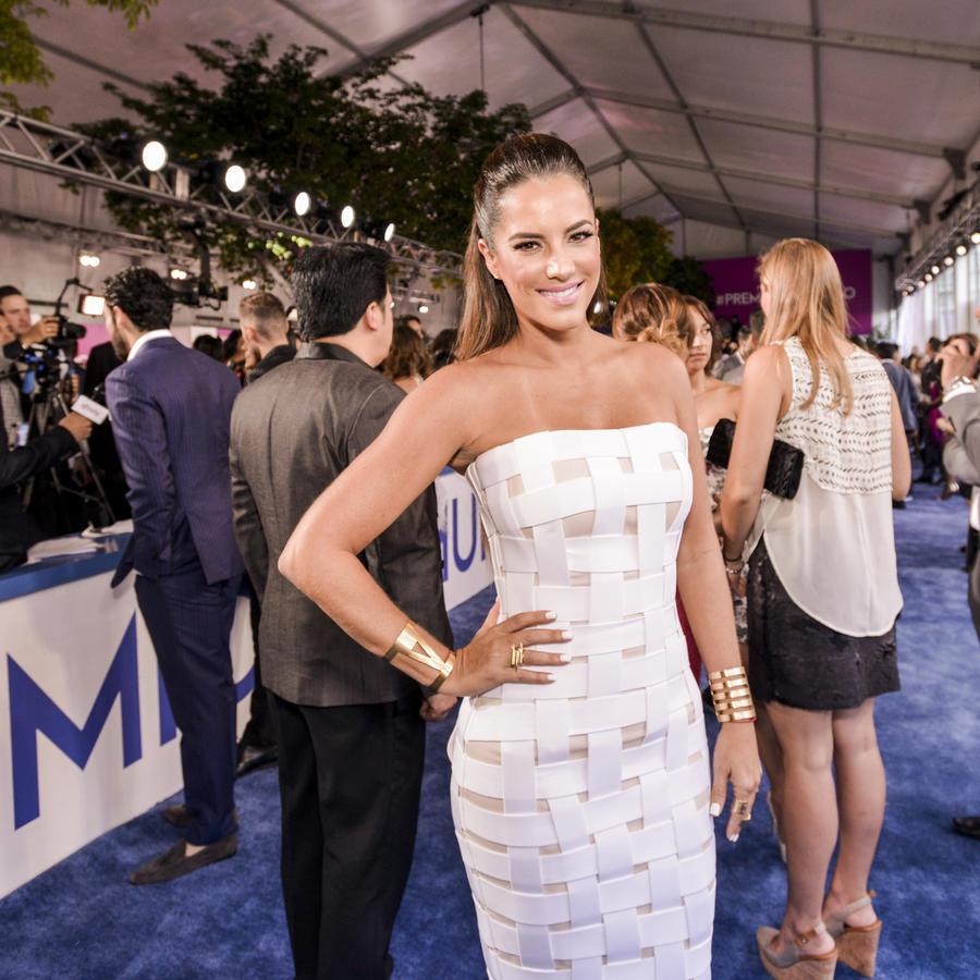 Gaby Espino en la alfombra azul de Premios Tu Mundo 2015