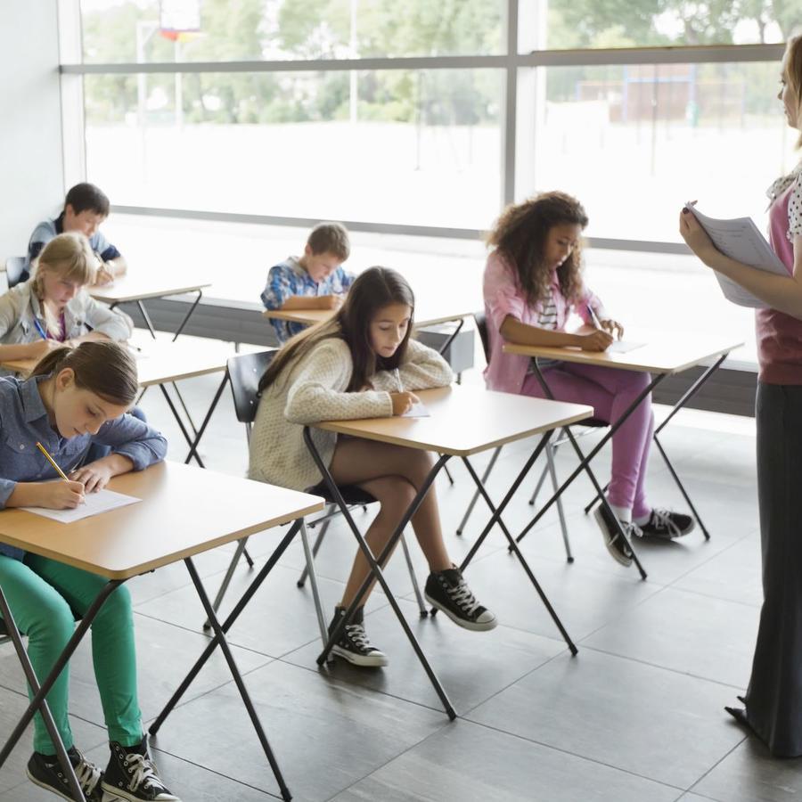 Niños en aula escolar