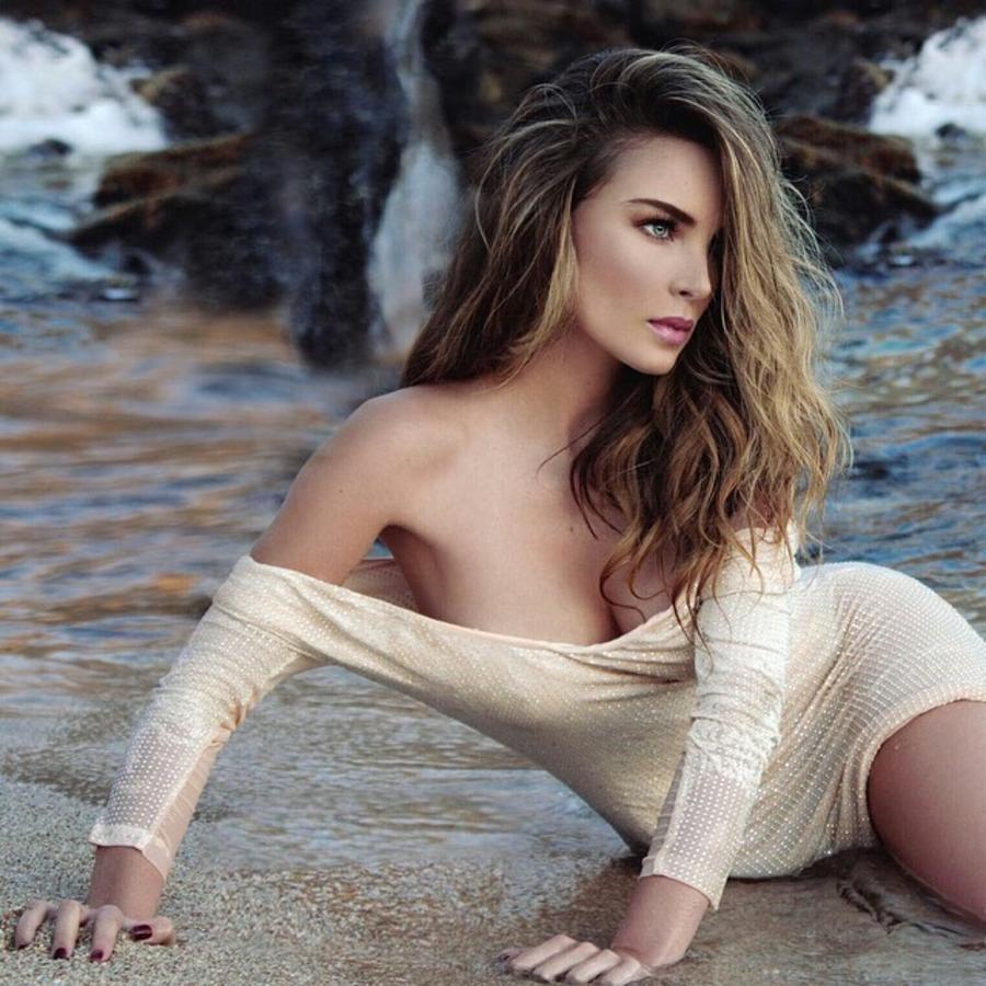 Belinda en la playa