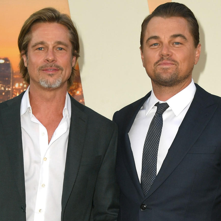 "Brad Pitt y Leonardo DiCaprio posando en la premier de ""Once Upon a Time in Hollywood"""