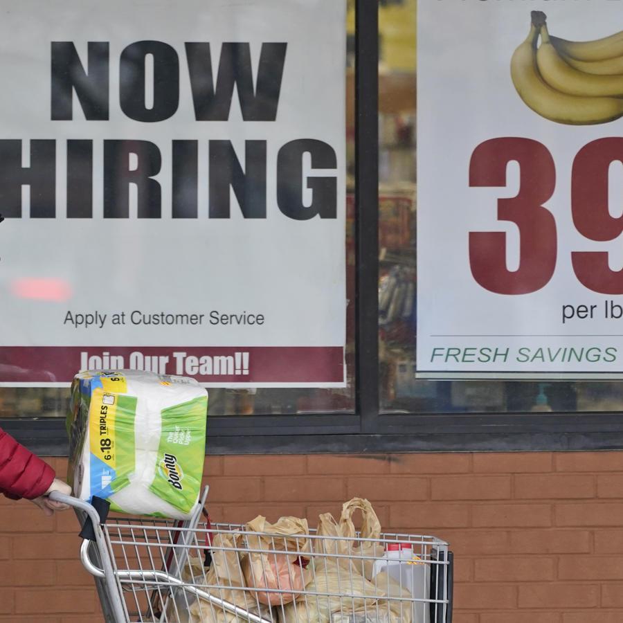 La creación de empleo se frenó de forma inesperada en Estados Unidos en abril con 266,000 nuevos puestos de trabajo.