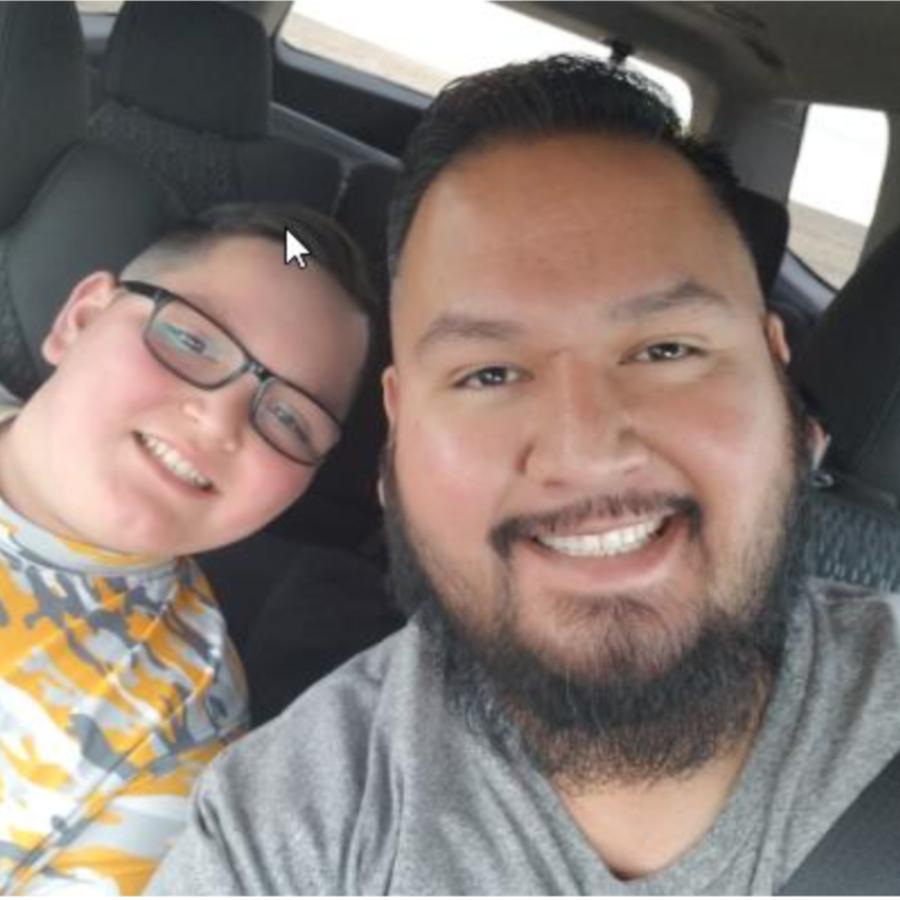 Ernesto Castro, sobreviviente del coronavirus, y su hijo