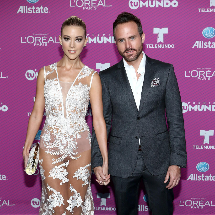 Fernanda Castillo and Erick Hayser on the blue carpet of Premios Tu Mundo 2015