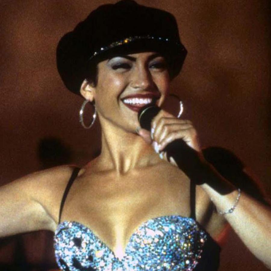 Jennifer Lopez interpretando a Selena en el 1997