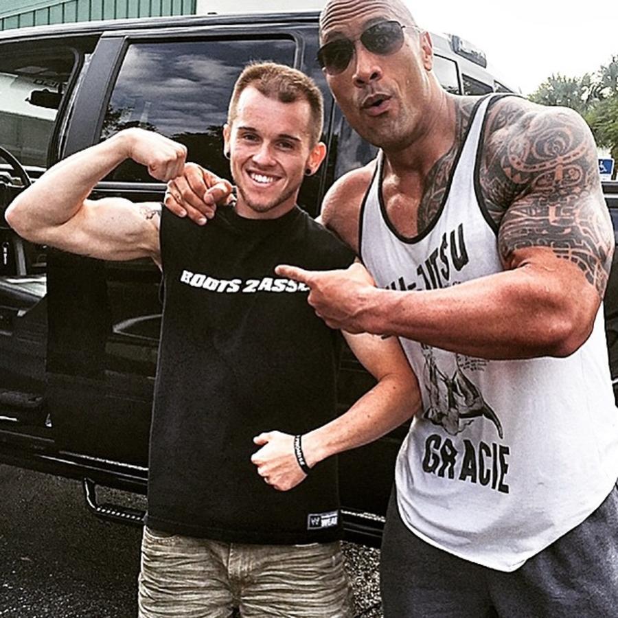 Dwayne Johnson y Nick Miller