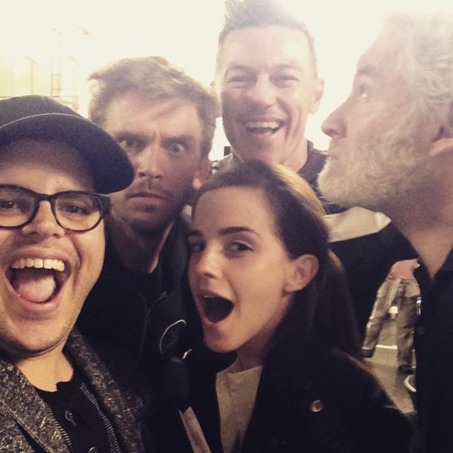 """Josh Gad publicó  la primera foto del elenco de la película """"Beauty and the Beast"""""""