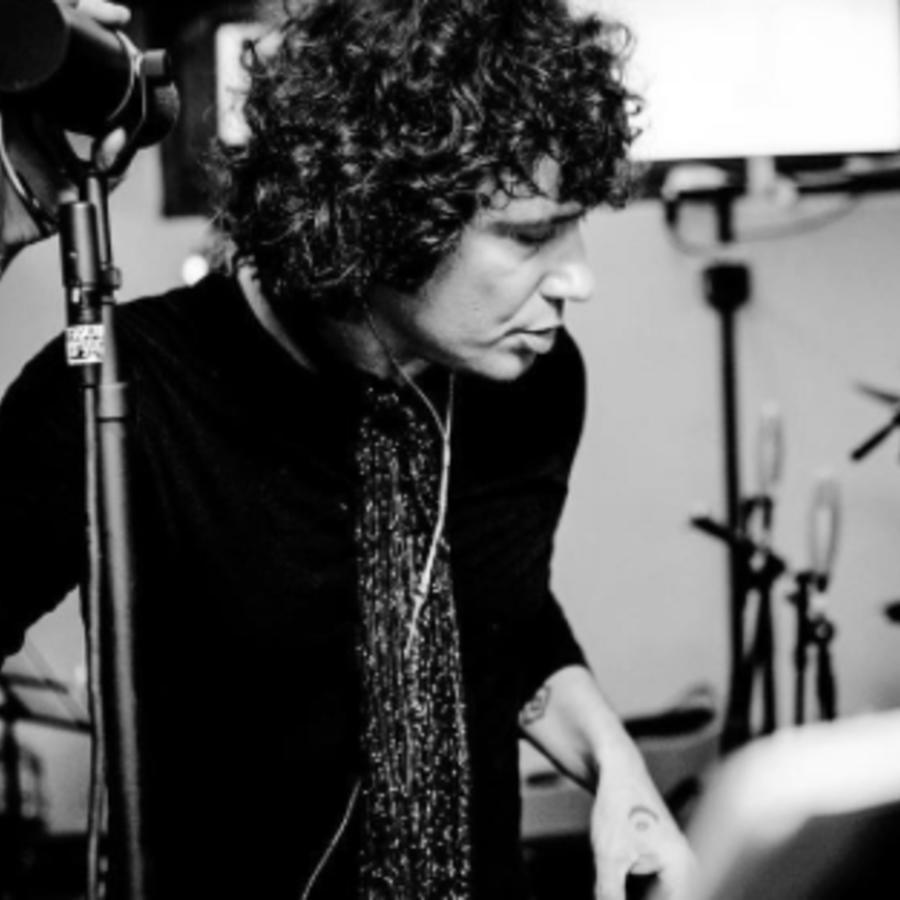 Bunbury en blanco y negro en el MTV Unplugged
