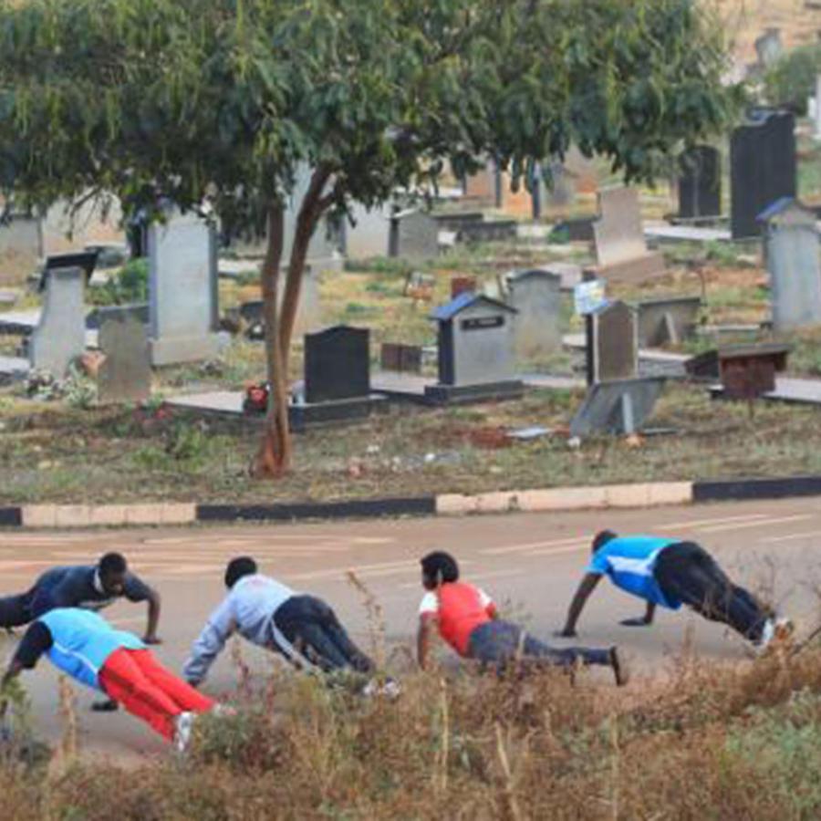 cementerio donde hacen gimnasia