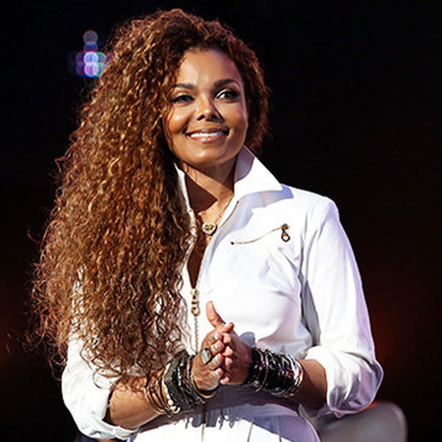 Janet Jackson sonrie en los Bet Awards 2015