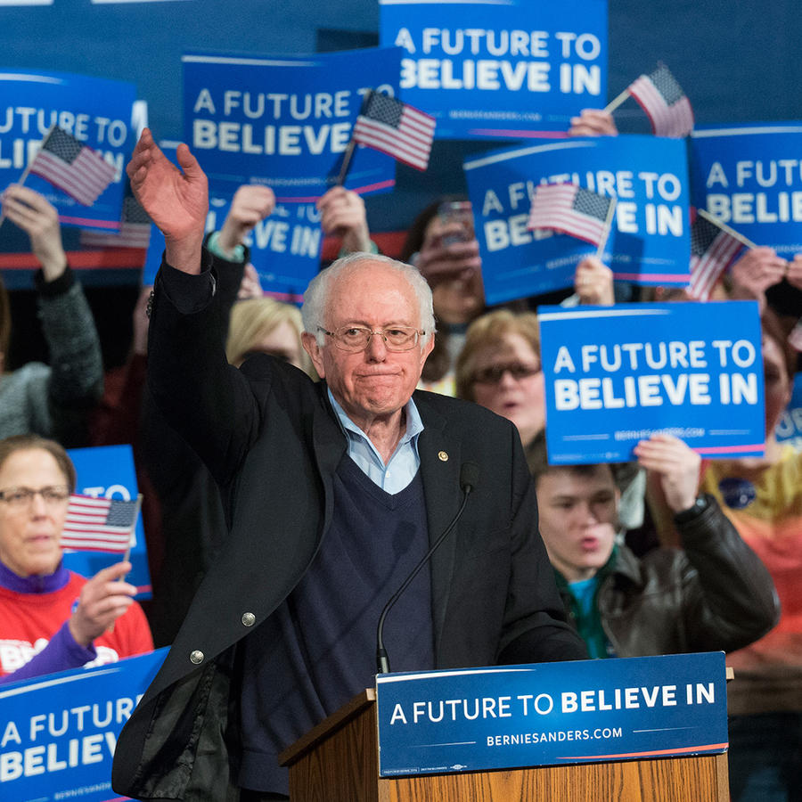 El precandidato demócrata Bernie Sanders se dirige a sus partidarios en New Hampshire el martes 9 de Febrero del 2016