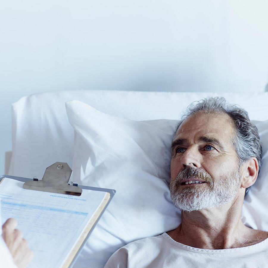 Paciente y doctora en el hospital