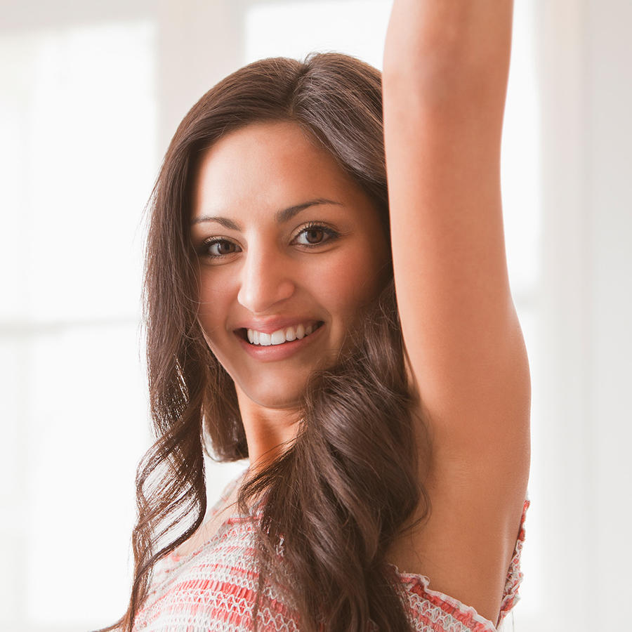 Mujer joven bailando