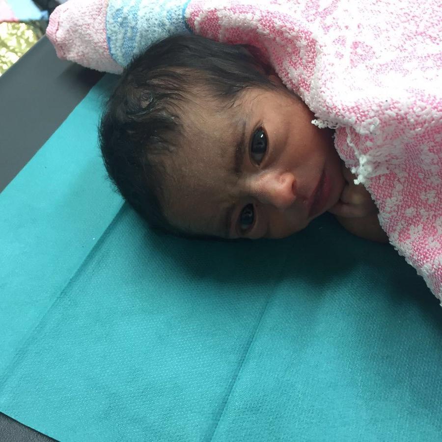 Uno de los mellizos rescatados por Médicos sin Fronteras