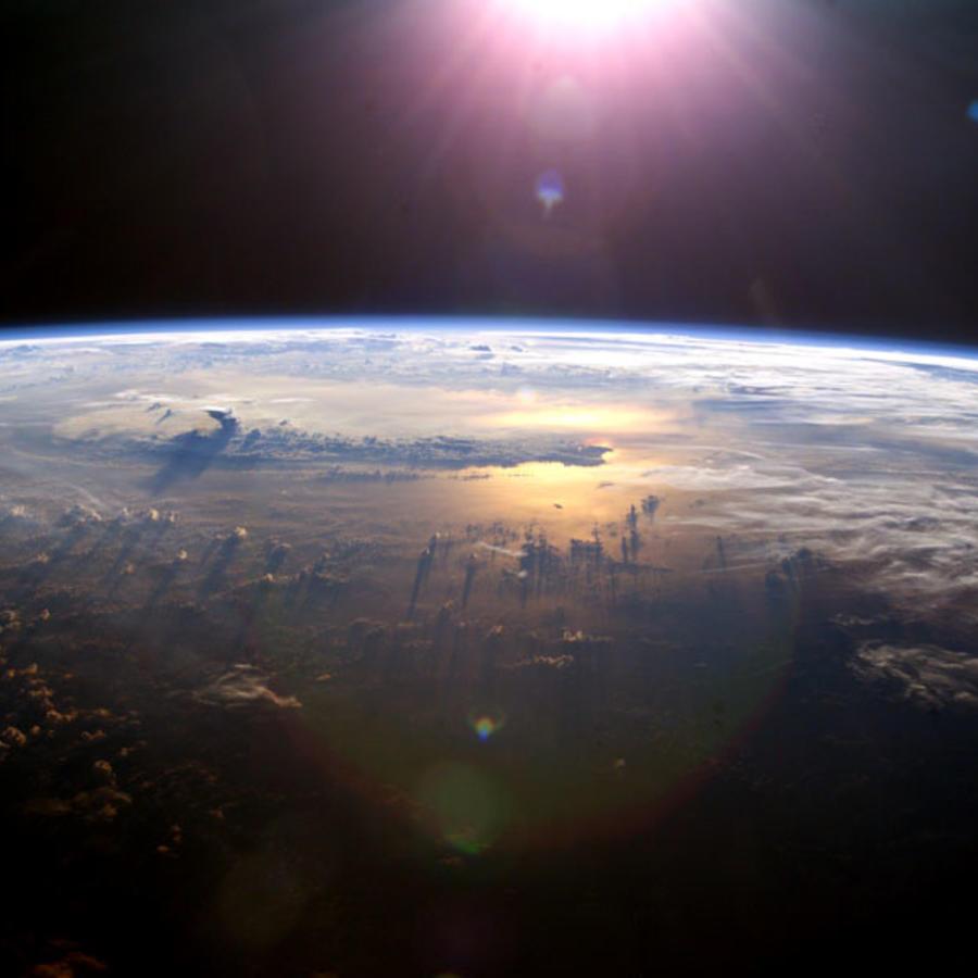 El planeta Tierra visto una expedición de la NASA en 2003